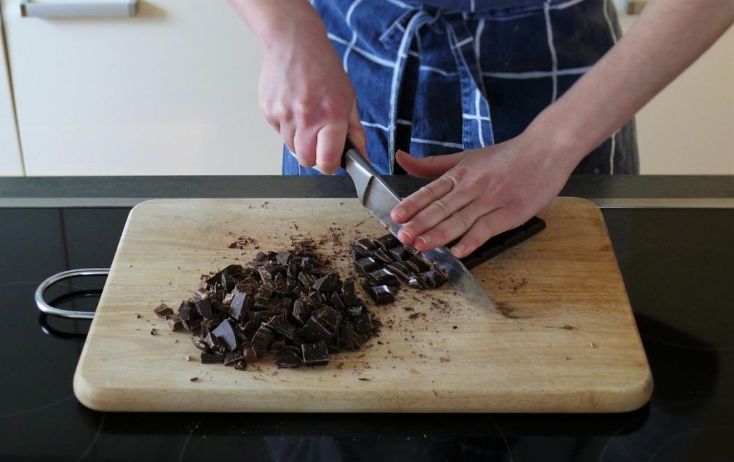 Schokolade grob hacken