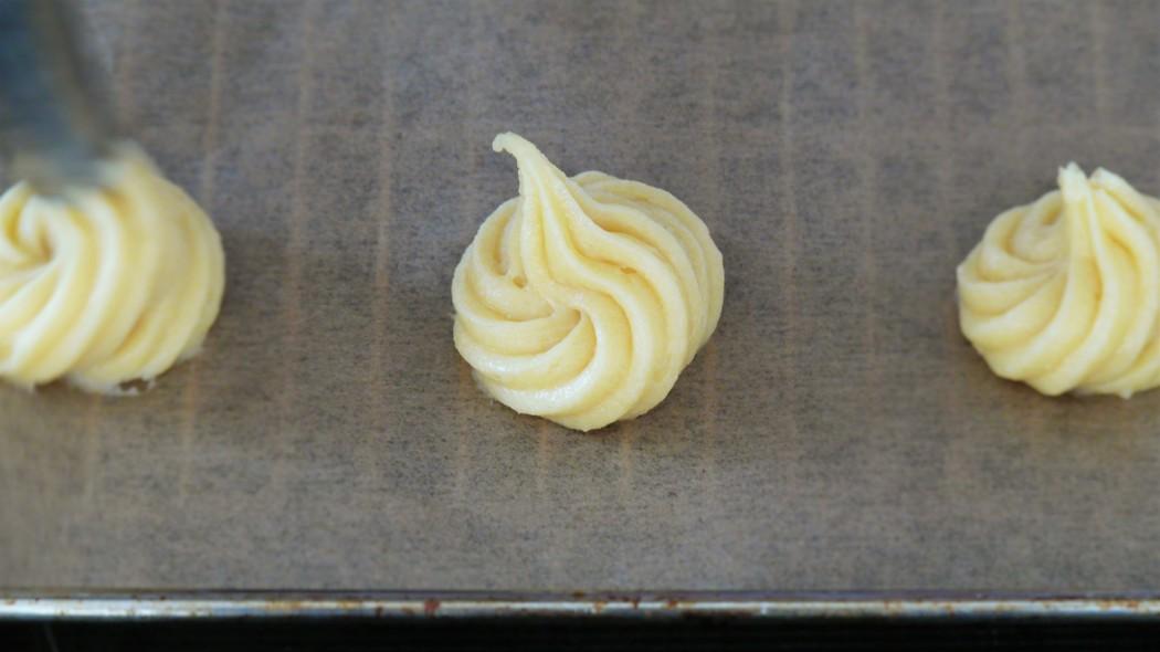 making choux, recipe, Windbeutel spritzen