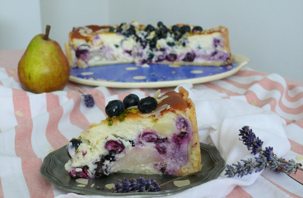 cremiger-birne-blaubeer-cheesecake